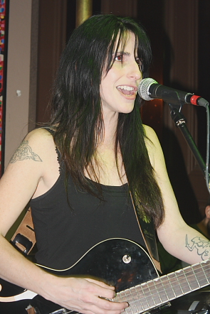 Romi Mayes cracks a joke during one of her songs. Photo by Richard Amery