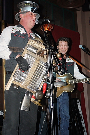 Washboard Hank and Lance Loree had the croewd laughing, March 28. Photo by Richard Amery