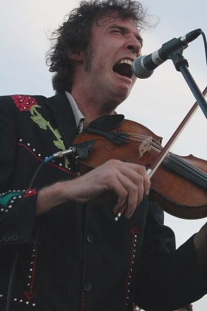 Sadies Travis Good tears it up on fiddle. Photo by Richard Amery