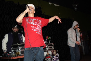 LRev raps for YWCA Harbour House. photo by Richard Amery