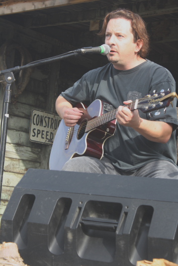 Randy Shaver playing at Bigwood in 2010. Photo by Richard Amery