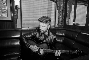 Chris Lane returns to Lethbridge, March 1. Photo Submitted