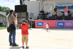 David Rossiter and his young padawan photographing Dory and the Weathermen at the 2017 Rotar Dragon Boat Festival. Photo by Richard Amery