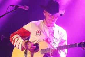 George Canyon celebrates being Made in Canada, Nov. 16 at Average Joes. Photo by Richard Amery