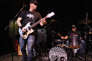 Hypnopilot playing a stoner rock show at the Slice, Nov. 3. Photo by Richard Amery