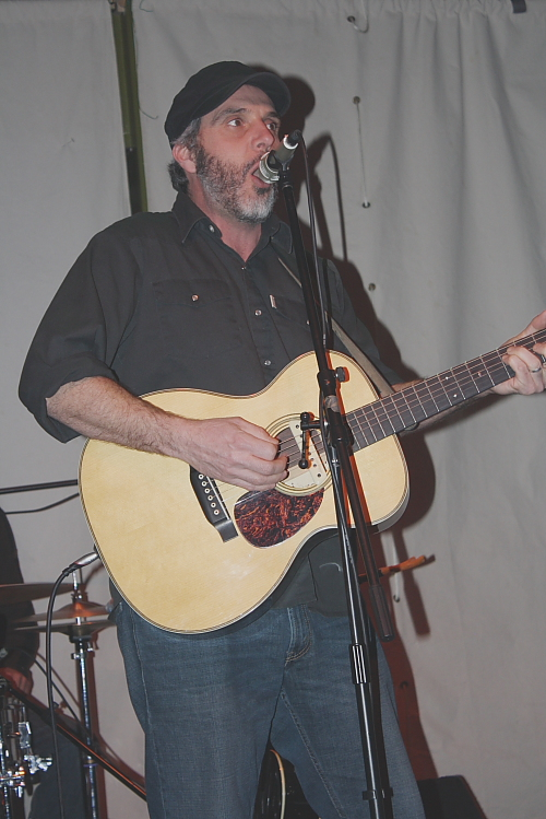 John Wort Hannam entertained a capacity crowd. Photo by Richard Amery