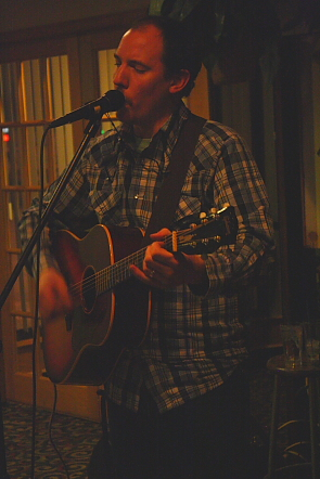 Matt Masters played an entertaining set at Cudos. Photo by Richard Amery