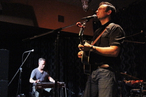 Matt Patershuk and Steve Dawson playing an intimate show at the Slice, Oct. 25. Photo by Richard Amery