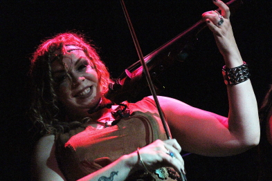 Mustakettu fiddle player Helvii at the Slice, Aug. 24. Photo by Richard Amery