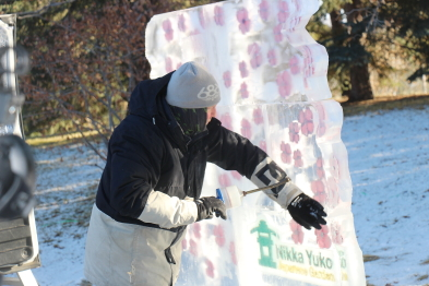 Lee Ross installs one of his ice sculptures at the Nikka Yuko Japanese Gardens. Photo by Richard Amery