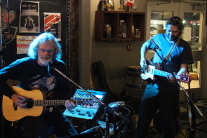 Papa King and Darryl Düus playing the blues at Coulee Brew. Photo by Richard Amery