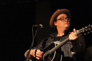 Sean Burns performing at the Slice,March 9. photo By Richard Amery