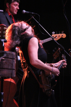 Terra Lightfoot winds up her opening set, Oct. 17. Photo by Richard Amery