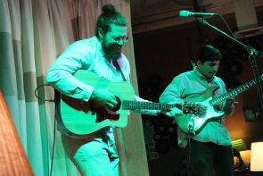 Tyson Ray Borsboom and Kevin Giron at the owl Acoustic Lounge, Oct. 5. Photo by Richard Amery